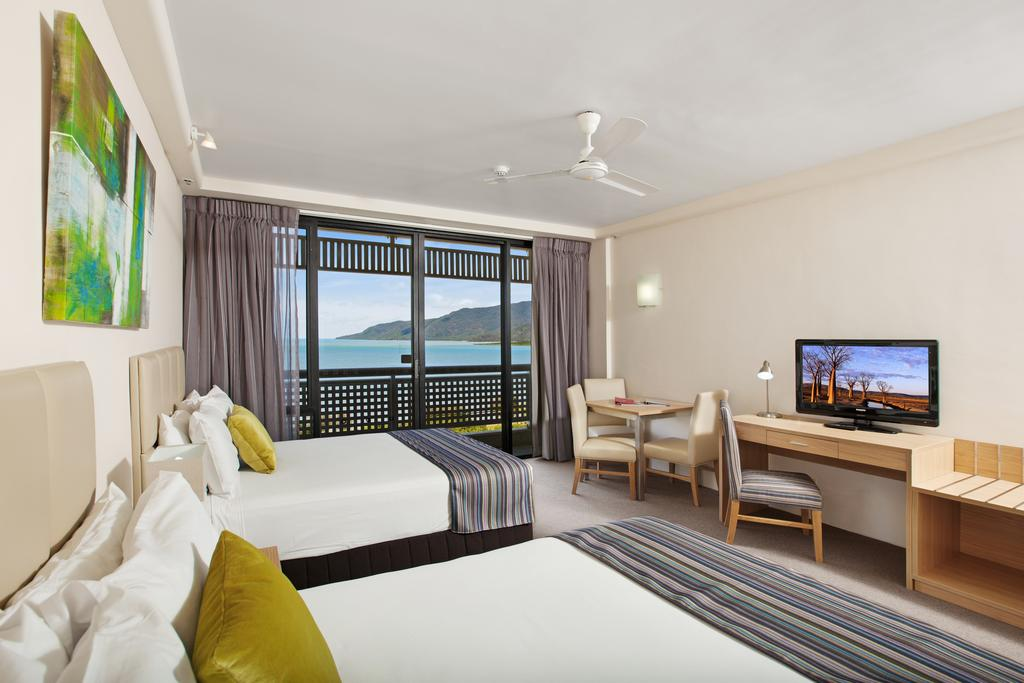 http://greatpacifictravels.com.au/hotel/images/hotel_img/11616558146Rydges Esplanade Room Sea View.jpg