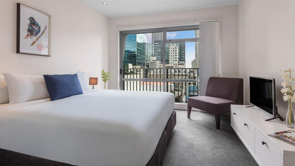 http://greatpacifictravels.com.au/hotel/images/hotel_img/11617811694Auckland Harbour Suites-room1.jpg