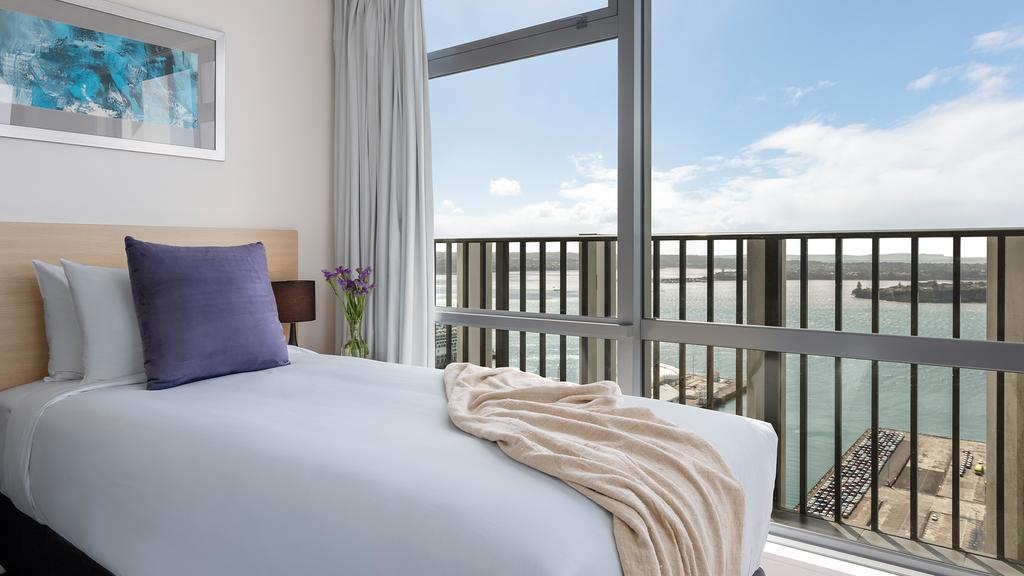 Oaks Auckland Harbour Suites