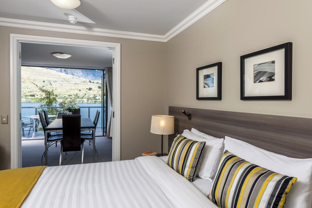 http://greatpacifictravels.com.au/hotel/images/hotel_img/11618460904Oaks Queenstown Shores-room.jpg